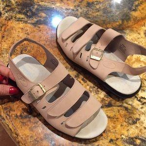 Propét super cushion stability sandal barely worn